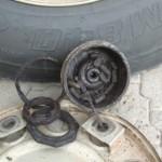 Dette plukket vi ut med fingerne før vi tak av hjulet.