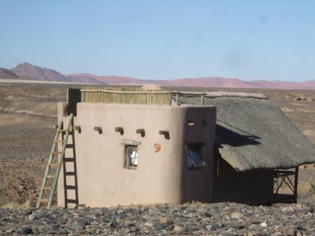 Hytta vi bodde i på Kulala Dessert Lodge. Skikkelig ørkenplassert.