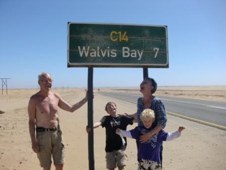 Etter en passe dagsetappe gjennom Namib Dessert nærmer vi oss Walvis Bay og litt senere Swakopmund.