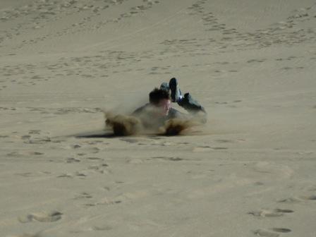 .......sandboarding. Jonas i farta! sand i underbuksa? Å nei, ikke i det hele tatt...