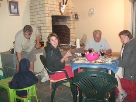 Så var siste kvelden kommet og det ble grillings i rolige omgivelser hjemmei leiligheten i Windhoek.