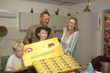 Vi elsker å få besøk, særlig av dem som har med melkesjokolade i store mengder! He he he... Her et bestillingseksemplar fra Freia på Karl johan, et eksempel til etterfølge....