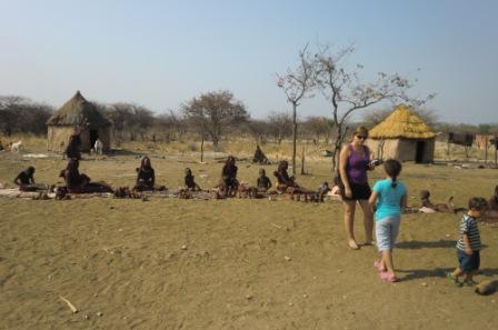 """På besøk hos Himbaene, noen kjenner dem sikkert igjen fra """"Den store reisen"""" eller hva det nå het på fjernsynsapparatet...."""