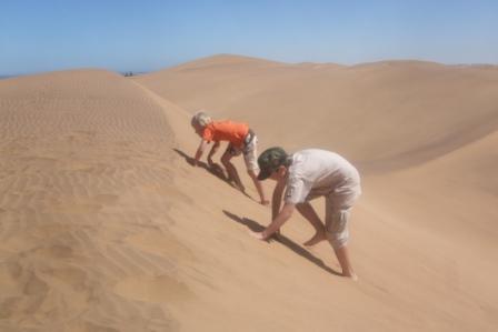 Som sagt også tid til å hoppe rundt i verdens største sandkasse....