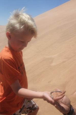 Knut med en type sandorm, tøffing!!