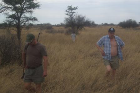 Noen har elg i solnedgang, vi har Bernt i bushen....