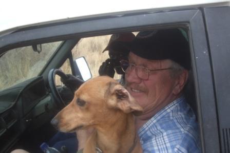 Som sagt er Rufus fornøyd, og særlig når han får sitte på fanget foran!!