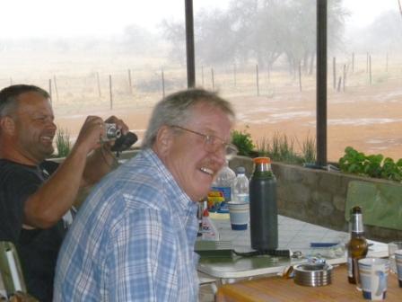 Så kom regnet til Namibia, og til nå har vi fått omtrent 140 mm. Det BØTTER ned når det først kommer noe her!