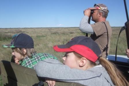 Ut på jakt alltid på vakt... Ser vi noe dyr tro??