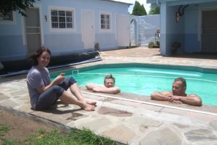 Ferie og fritid! i 35 varmegrader er det utrolig deilig å kjøle seg ned i bassenget, særlig etter en svett  dag på jakt.